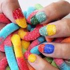 Разноцветный мармелад на ногтях