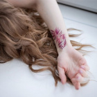 Флористические временные флэш-татуировки