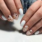 Пайетки-сердечки на ногтях