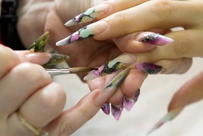 Как ухаживать за искусственными ногтями?